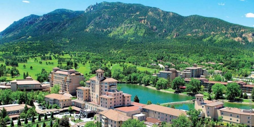 Broadmoor Golf Club golf packages